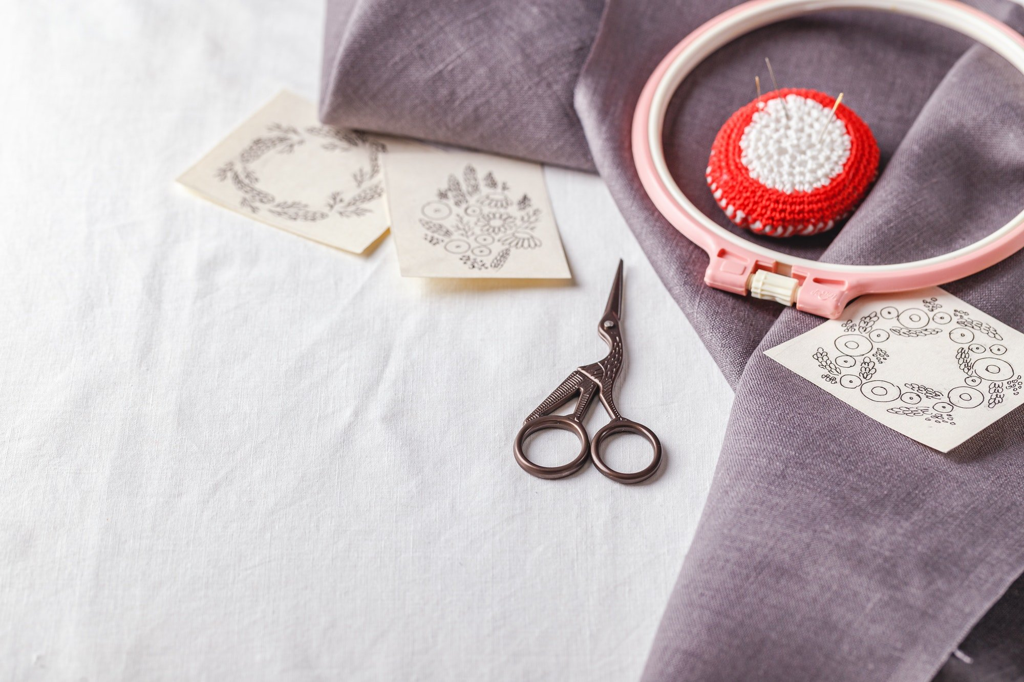 Embroidery set. Linen fabric, embroidery patterns, embroidery hoop and needls.